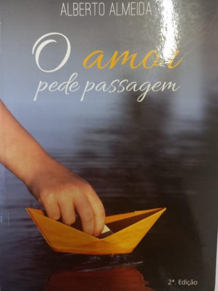 Capa de O amor pede passagem - Alberto Almeida